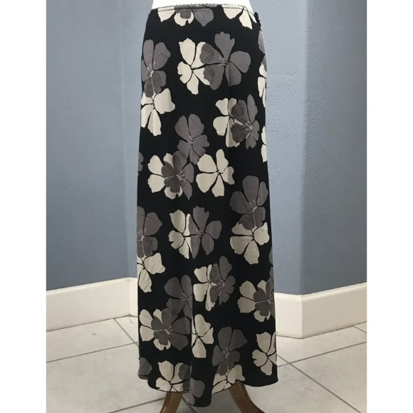 Old Navy Dresses & Skirts - Old Navy Size 8 Women's Maxi Skirt Black Floral